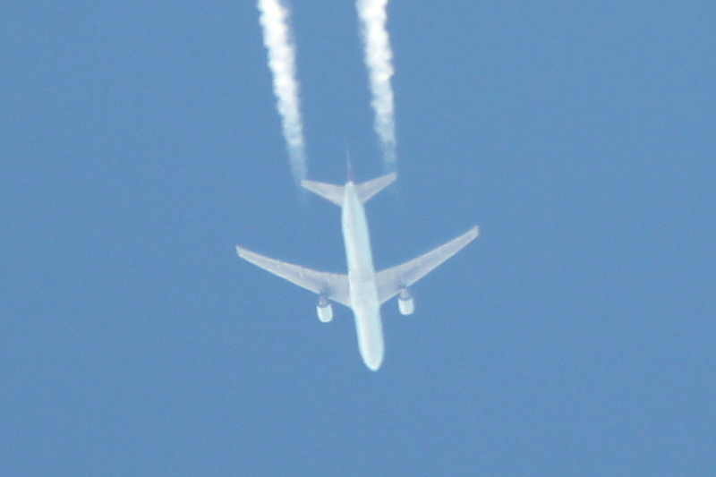 JPG overhead jet flight